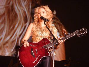Shakira_-_Live_Paris_-_2010_(12)